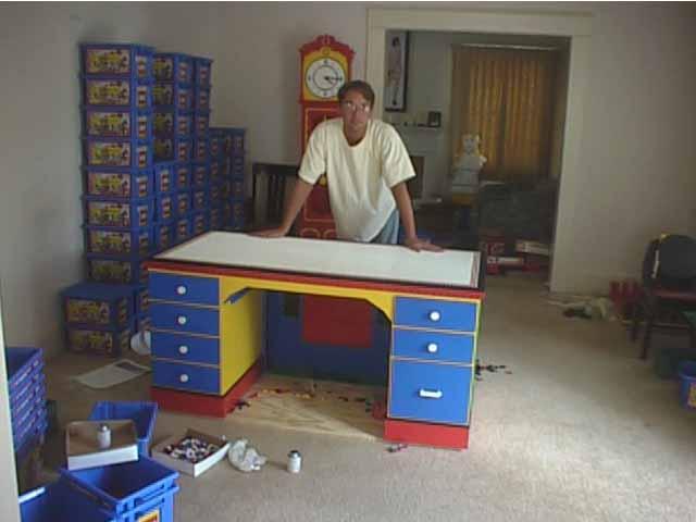 http://www.ericharshbarger.org/lego/images/desk/desk_21.jpg